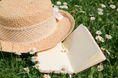 stock-photo-14829141-blank-notebook-and-daisy